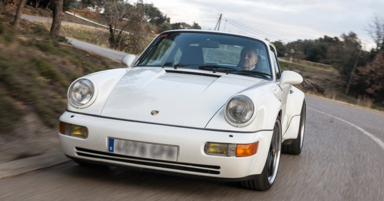 964 Turbo 3.3 in motion